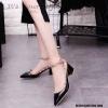 รองเท้าคัทชูส้นตันหนังเงาสไตล์ Valentino (สีดำ)