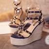 พร้อมส่ง : รองเท้าส้นตึก Valentino Style (สีน้ำเงิน)