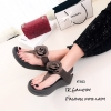 รองเท้าแตะ Style Fit Flop แต่งกุหลาบ (สีน้ำตาล)