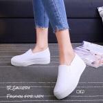 รองเท้าผ้าใบSlip onสีขาวล้วน
