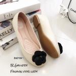 รองเท้าส้นแบนแต่งดอกคามิเลีย (สีขาว)