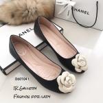 รองเท้าส้นแบนแต่งดอกคามิเลีย (สีดำ)