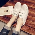 รองเท้าผ้าใบเมจิกเทปแต่งลายส้น (สีเงิน)