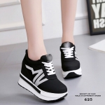 รองเท้าผ้าใบเสริมส้นสไตล์แฟชั่นเกาหลีแต่งลาย Sport (สีดำ)