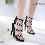 รองเท้าส้นสูงแต่งสายรัด Style Valentino (สีดำ)