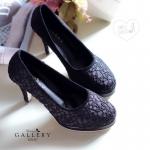 พร้อมส่ง : รองเท้าส้นสูงลายลูกไม้ (สีดำ)