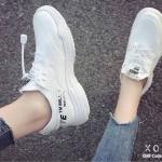 รองเท้าผ้าใบเสริมส้นทรงSportฉลุรู (สีขาว)