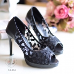พร้อมส่ง : รองเท้าส้นสูงผ้าลูกไม้ (สีดำ)