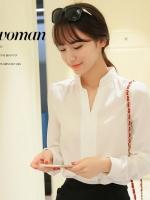 เสื้อทำงานสีขาว แขนยาว คอวี ใส่กับกระโปรง หรือ กางเกง ก็สวยเก๋ ดูดี