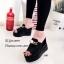 รองเท้าส้นเตารีดหนังนิ่มแต่งอะไหล่ (สีดำ) thumbnail 1