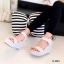 รองเท้าส้นเตารีดลาย Pokka Dot (สีครีม) thumbnail 6