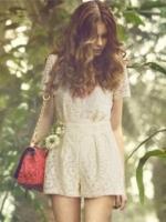 จั๊มสูทกางเกงขาสั้นสีขาว แขนสั้น คอกลม ผ้าลูกไม้ สวยหวาน