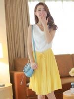 ชุดเดรสสั้นแขนกุด เสื้อสีขาว เอวยืด ผ้าชีฟอง กระโปรงอัดพลีทสีเหลือง เอวผูกโบว์ น่ารัก